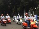 Ratusan Vespa Meriahkan Pawai Obor Asian Games Jakarta