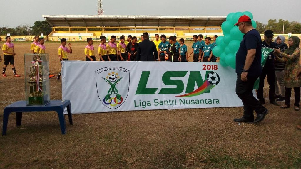 Buka Liga Santri, Mendes Harap Lahir Pesepakbola Tingkat Nasional