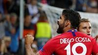 Diego Costa berhasil menyamakan skor untuk Atletico menjadi 2-2 yang bertahan hingga waktu normal habis. Pertandingan lanjut ke babak extra time. (Maxim Shemetov/REUTERS)
