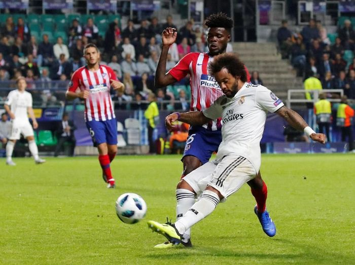 Soccer Football - Super Cup - Real Madrid v Atletico Madrid - Lillekula Stadium, Tallinn, Estonia - August 15, 2018  Real Madrids Marcelo in action with Atletico Madrids Thomas    REUTERS/Maxim Shemetov