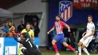 Atletico sudah memimpin 1-0 berkat gol Diego Costa di detik ke-49. Umpan panjang dari Diego Godin diterima Costa dan dituntaskan dengan sepakan terukur (Maxim Shemetov/REUTERS)