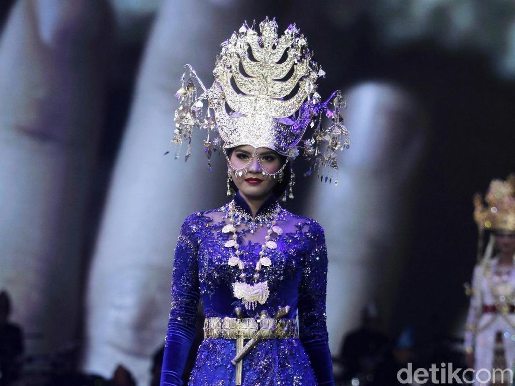 Foto: Indahnya Kebaya dari Aceh hingga Papua Karya Vera Kebaya