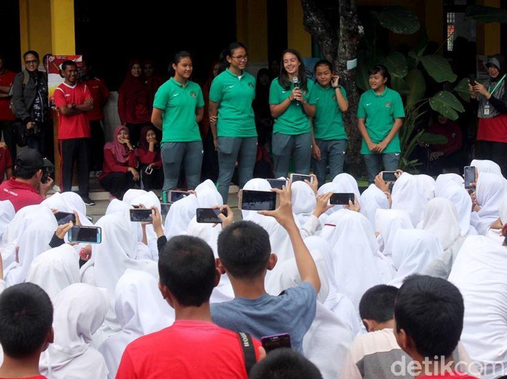 Timnas U-16 Meriahkan Lomba 17-an di Banjarnegera