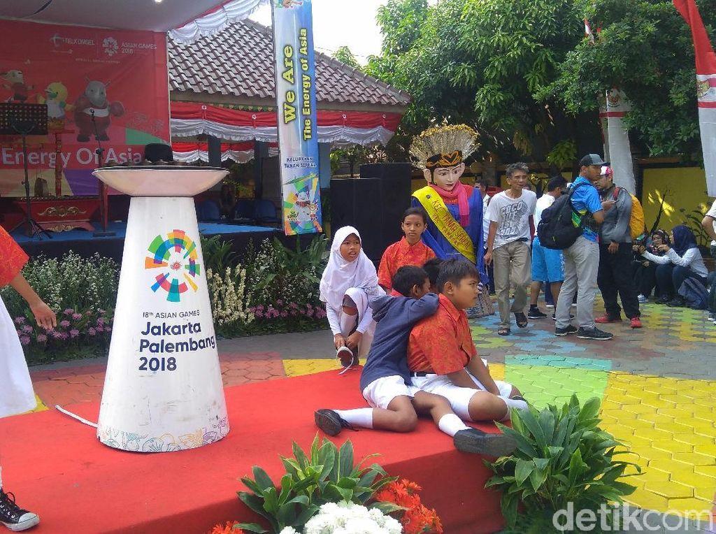 Warga Jakbar Mulai Kumpul Tunggu Pawai Obor Asian Games