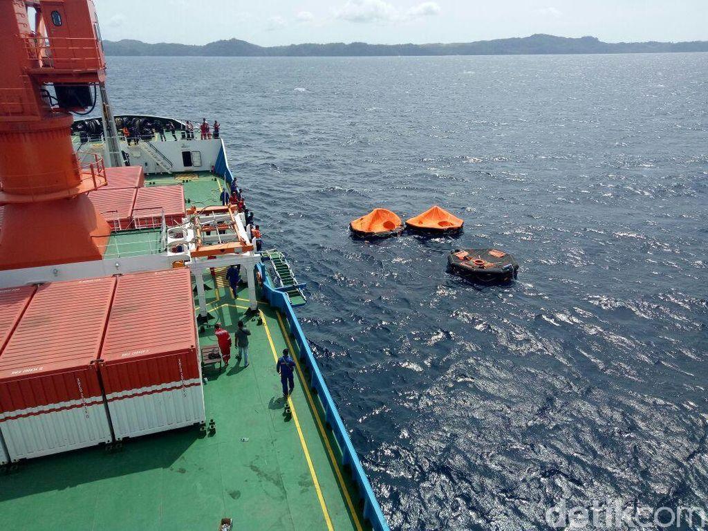 Kapal Feri Tenggelam di Halmahera, 5 Orang Hilang