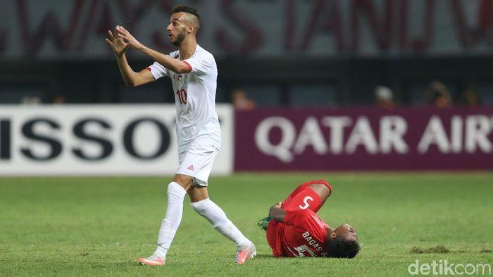 Bagas Adi Nugroho cedera saat Indonesia kala lawan Palestina di Asian Games 2018 (Foto: Agung Pambudhy/detikSport)
