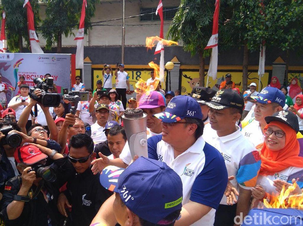 Disambut Kepala Bappenas, Obor Asian Games Tiba di Jakarta Barat