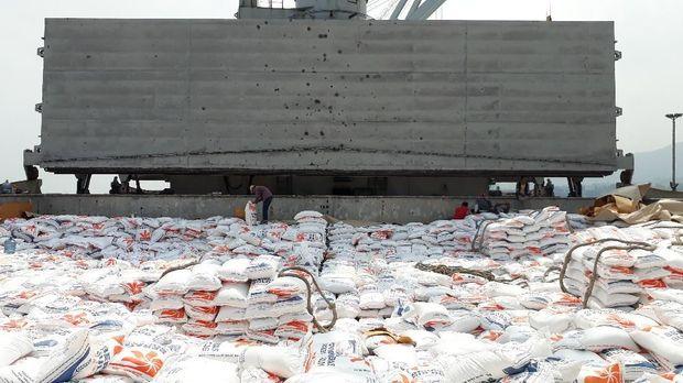 Beras impor Thailand di Pelabuhan Cilegon