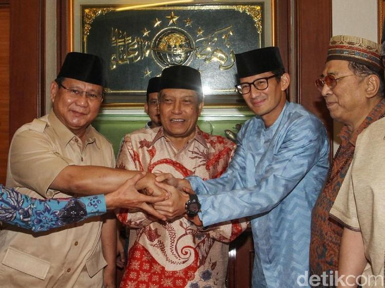Bertemu Ketum PBNU, Prabowo Dapat Kartu Anggota NU