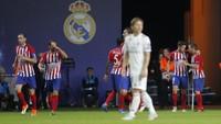 Para pemain Atletico Madrid begitu puas merayakan gol Koke tersebut. Atletico akhirnya tampil sebagai juara usai menang dengan skor 4-2. (Maxim Shemetov/REUTERS)