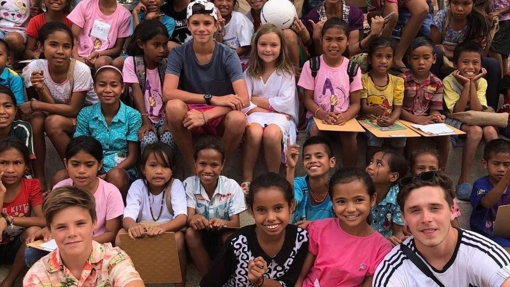 Foto: Keluarga David Beckham & Senyum Anak-anak Sumba