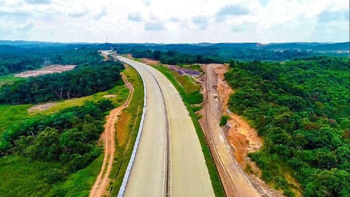 Tekan Tombol Sirene, Jokowi Resmikan Tol Pertama Kalimantan 58 Km