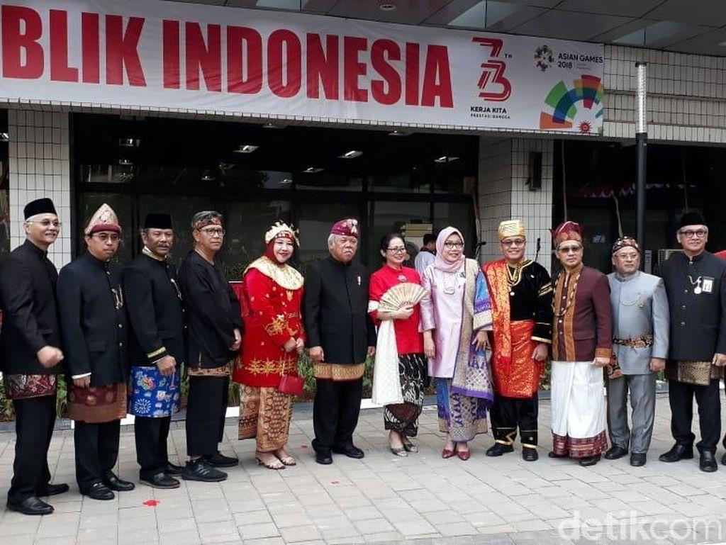 Gelar Upacara, Basuki dan PNS Kementerian PUPR Pakai Baju Adat