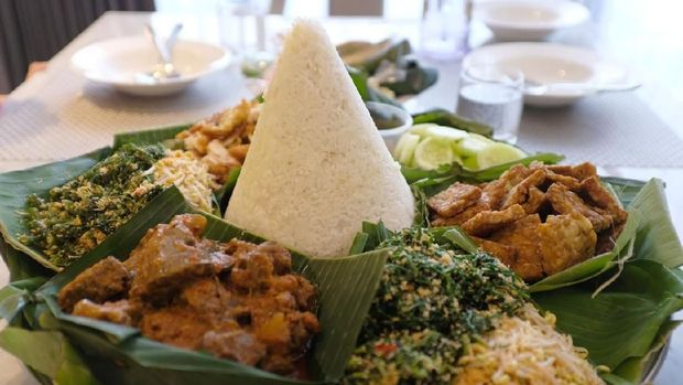 Nasi Tumpeng is an Indonesian traditional dish specifically for a celebration such as house warming, birthday, opening a new office, wedding, and many more. This dish contain a tumpeng (rice coned form) surrounded by various dish. Tumpeng may come in white or yellow rice, and using pandan leaves as the wrap.
