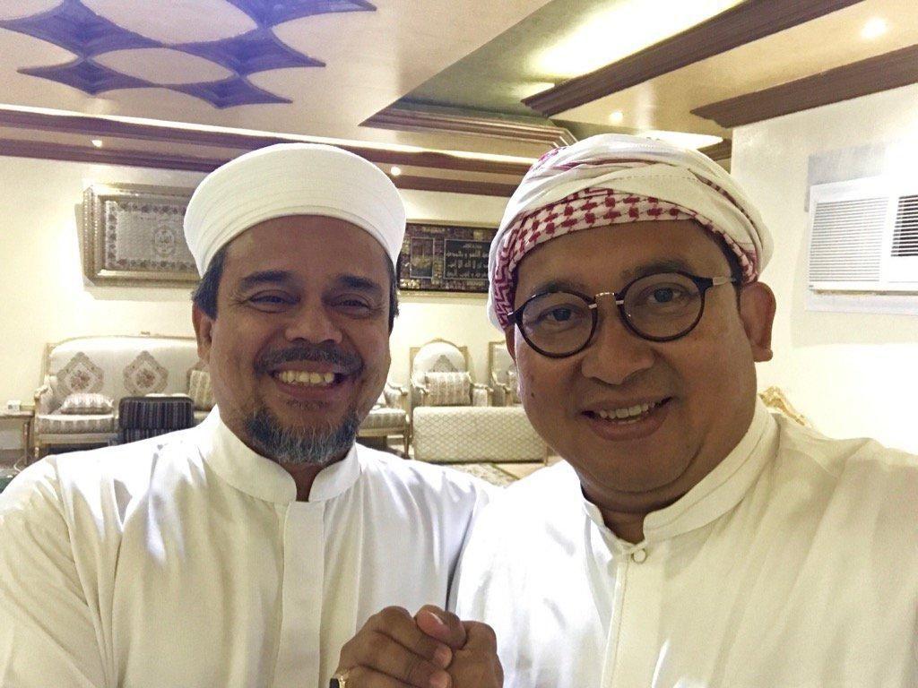 Habib Rizieq di Balik Naik-naik ke Puncak Gunung