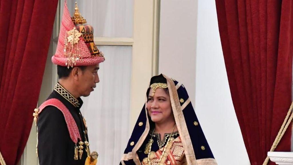 Gaya Iriana Jokowi Pakai Tas Fendi dan Baju Adat Koto Gadang di HUT RI ke-73