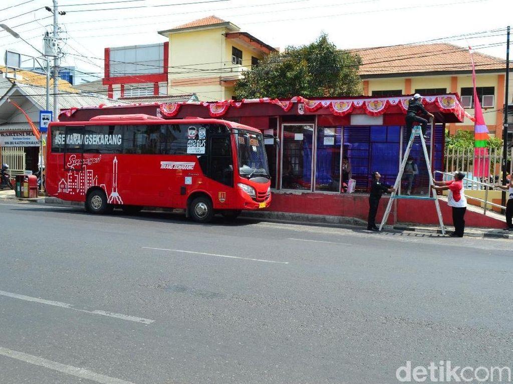 Naik Bus Trans Semarang Bisa Bayar Pakai Botol Plastik