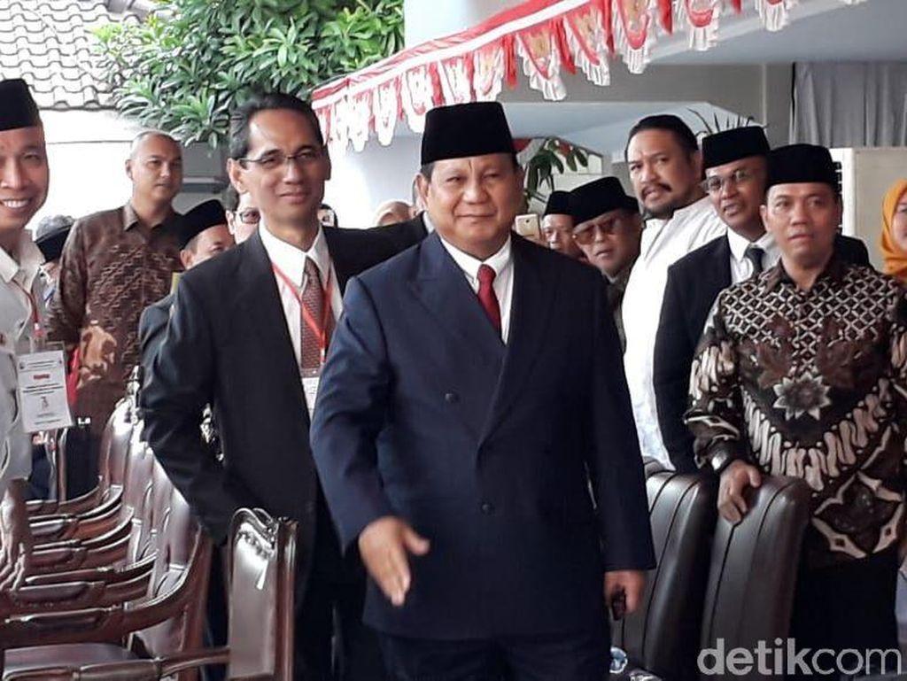 Prabowo: Kunjungan ke Ponpes Bukan Cari Dukungan, tapi Minta Doa
