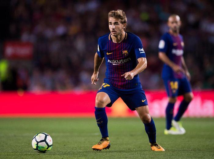 Sergi Samper jadi pemain Barcelona dengan gaji terendah yakni 10 ribu pound sterling per pekan atau sekitar Rp 185 juta. Samper yang berposisi gelandang bertahan cuma punya satu penampilan di liga bersama Barca. (Alex Caparros/Getty Images)