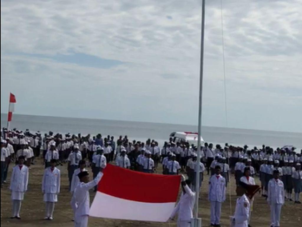 Cerita Heroik Siswa di Perbatasan RI-Timor Leste Panjat Tiang Bendera