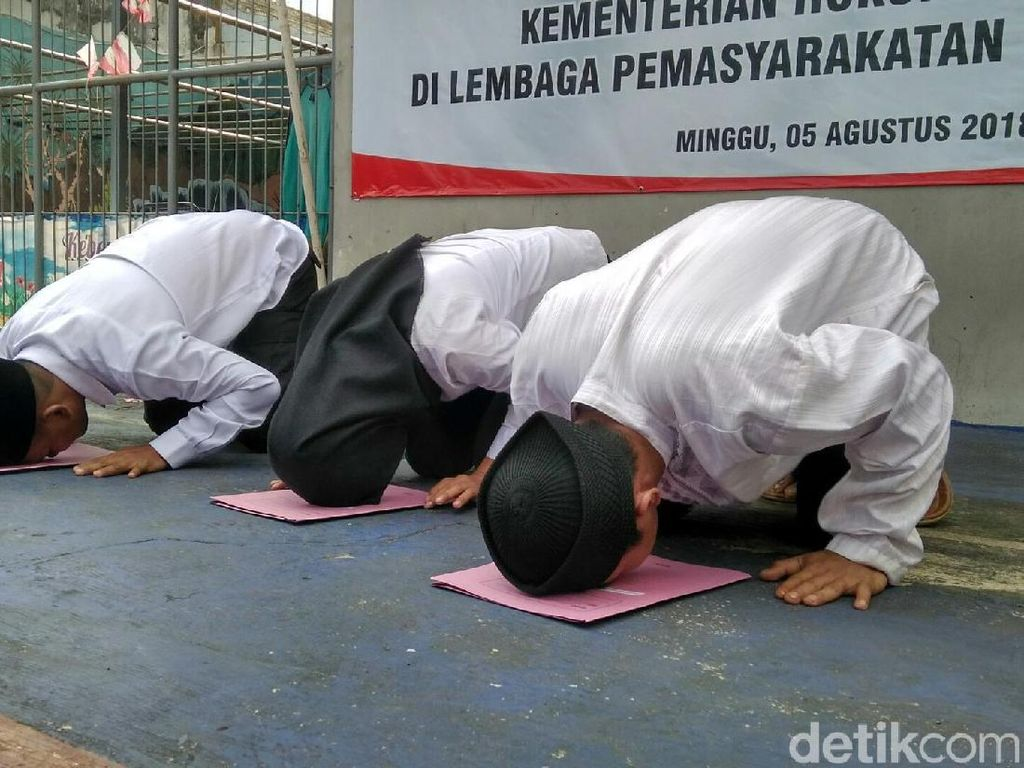 Sujud Syukur Napi Ciamis Bebas di Hari Kemerdekaan