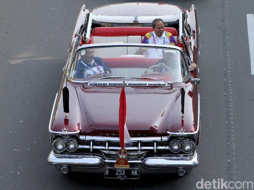 Mobil Jadul hingga Moge Iringi Pawai Obor Asian Games Menuju GBK