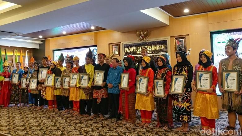 Kisah Tim Muhibah Angklung: Habis Duit, Ngamen dan Juara Dunia