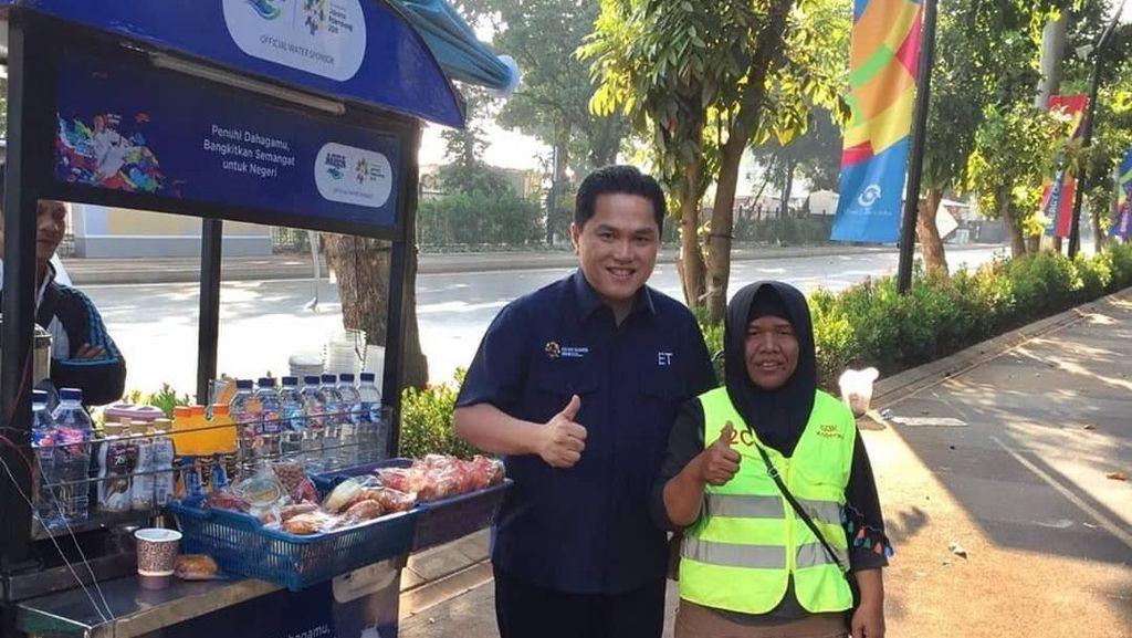 Ini Pose Erick Thohir Jajan di Senayan Jelang Asian Games dan Cicip Durian