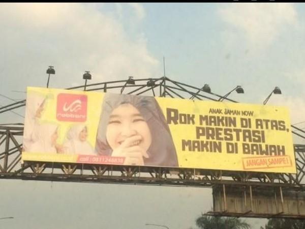 Kumpulan Contoh Reklame Baliho Keren Terbaru - gambar spanduk