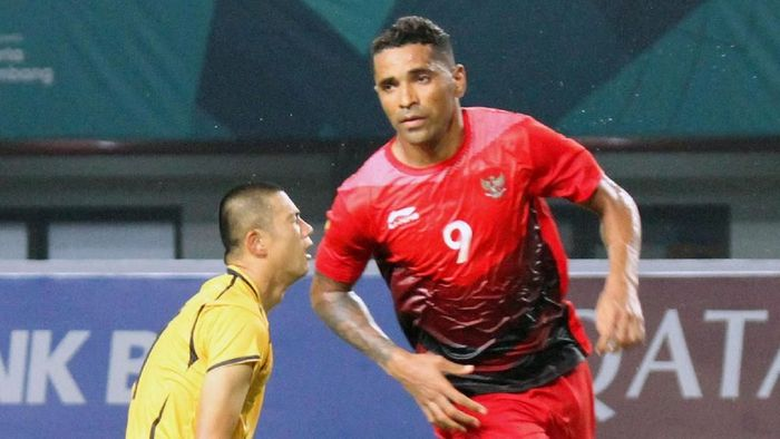 Alberto Beto Goncalves menjadi pemain tersubur Indonesia dengan 3 gol. Golnya yang pertama ia cetak dalam kemenangan 4-0 atas Taiwan di laga pertama. (Foto: Ary Kristianto/INASGOC)
