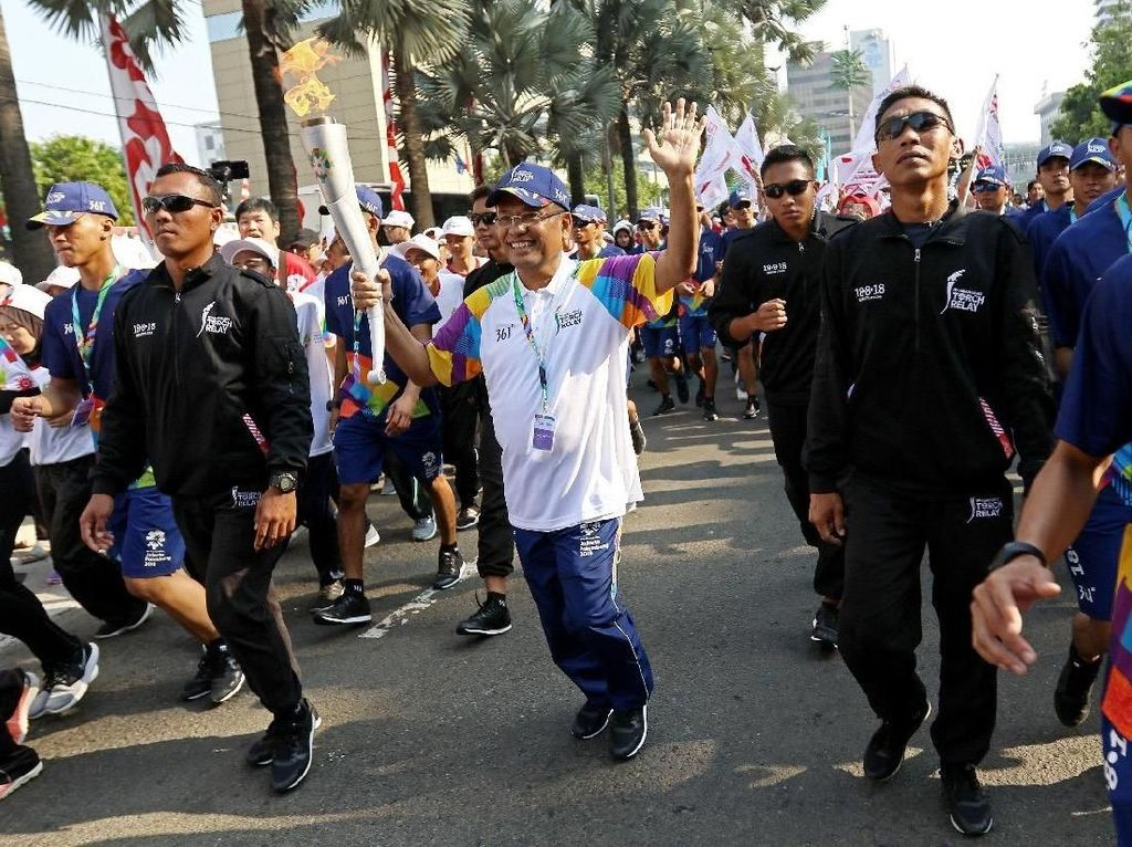 Eks Menperin Ikut Lari Arak Obor Asian Games
