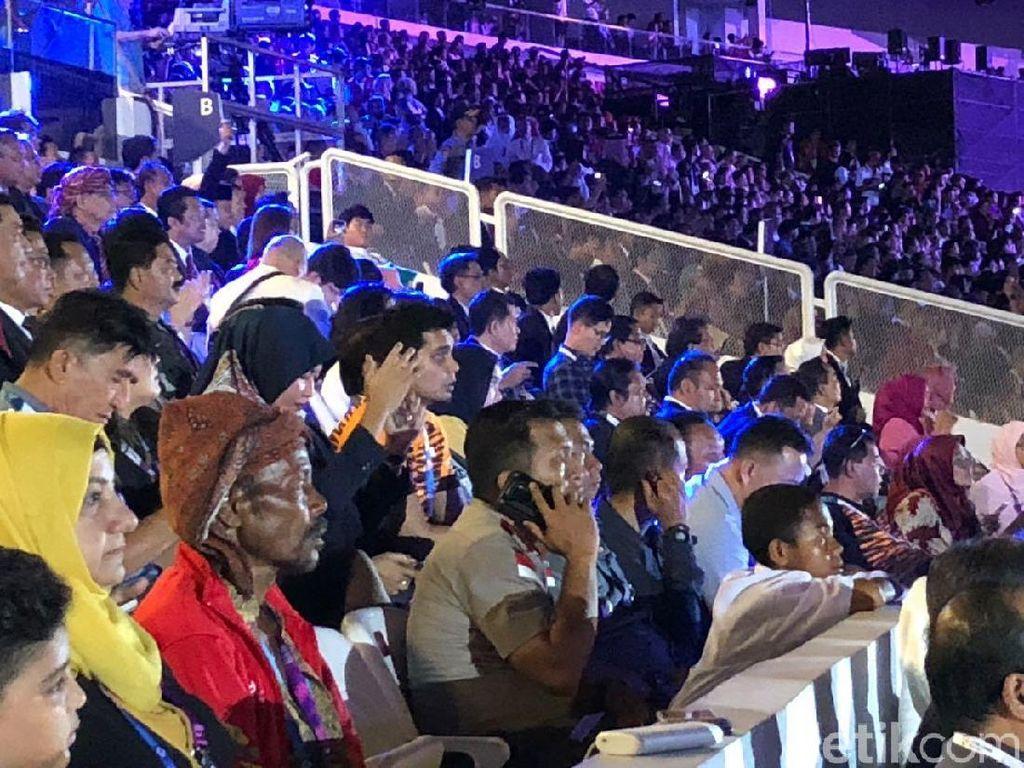 Bocah Joni Serius Tonton Opening Asian Games, Ini Fotonya