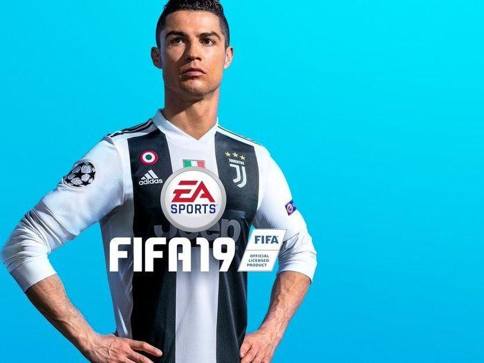 Cristiano Ronaldo pada cover gim FIFA19 (Twitter/EASPORTSFIFA)