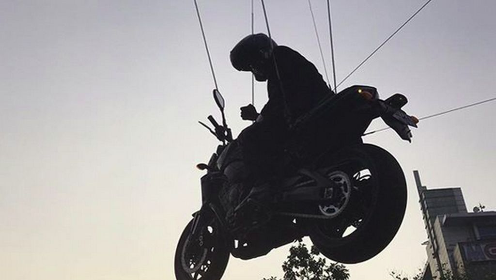 Potret Aksi-aksi Ekstrem Stuntman Jokowi
