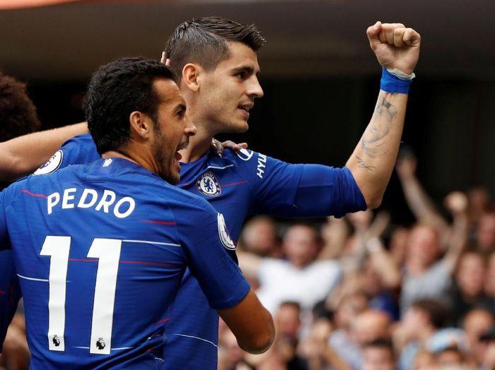 Alvaro Morata dan Pedro merayakan gol Chelsea ke gawang Arsenal (Reuters/John Sibley)