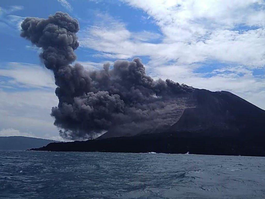 Gunung Anak Krakatau Erupsi, Tinggi Abu Vulkanik Capai 300 Meter