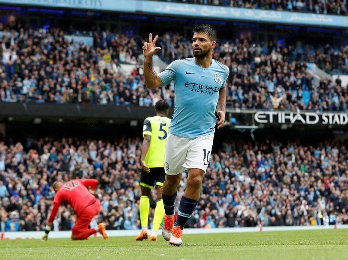 Hat-trick Sergio Aguero mengantarkan Manchester City menang 6-1 atas Huddersfield Town (Foto: Darren Staples/Reuters)