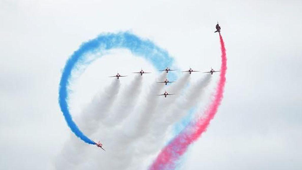 Melihat Kemeriahan Festival Penerbangan di London