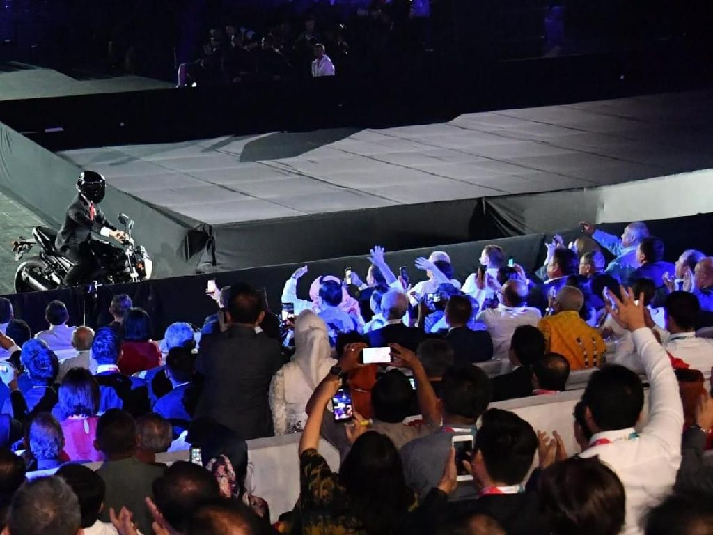 Jokowi Soal Stuntman: Kalau Presiden Akrobat, Ya Gila Bro!