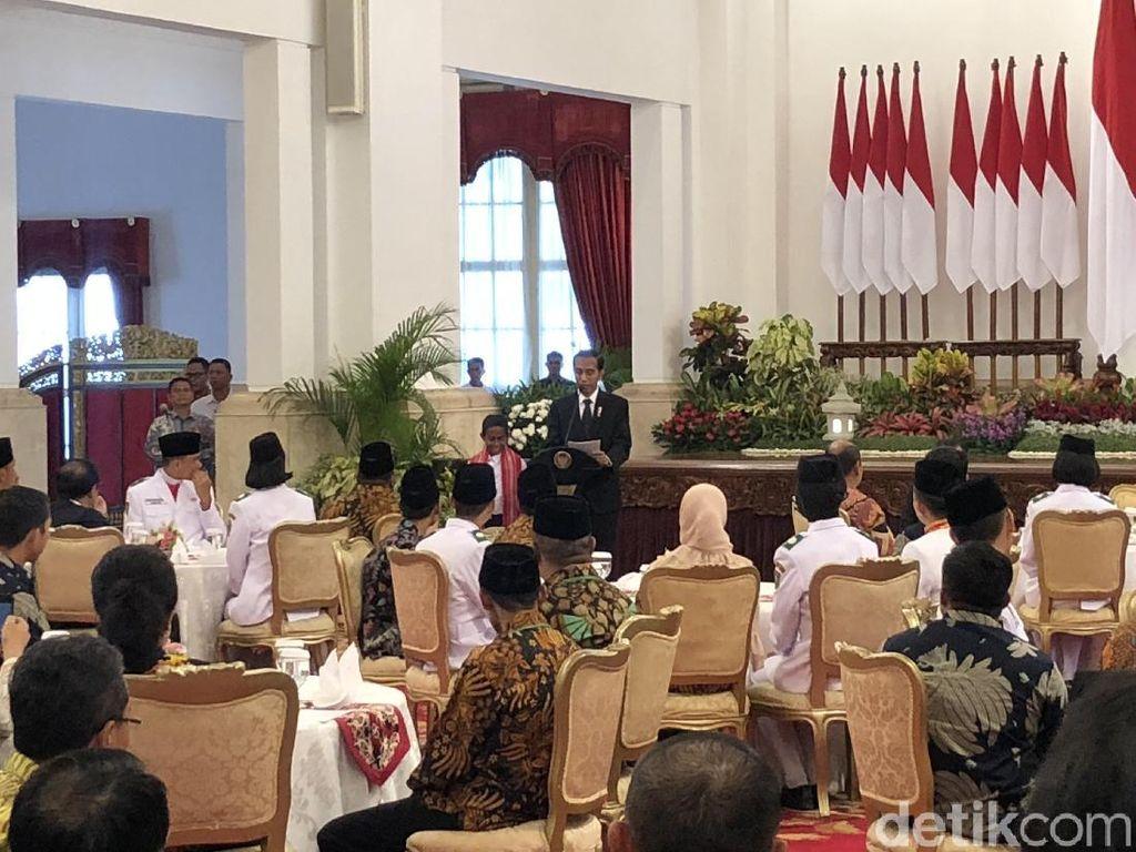 Hadiah Jokowi ke Joni Bocah Pemanjat Tiang Bendera