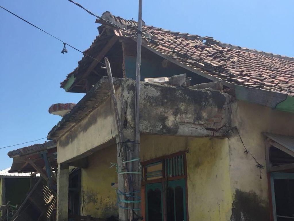 Potret Rumah di Poto Tano Sumbawa Roboh Akibat Gempa 6,9 SR
