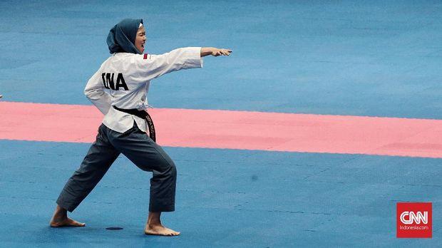 Defia Rosmaniar berhasil merebut medali emas di cabang taekwondo.