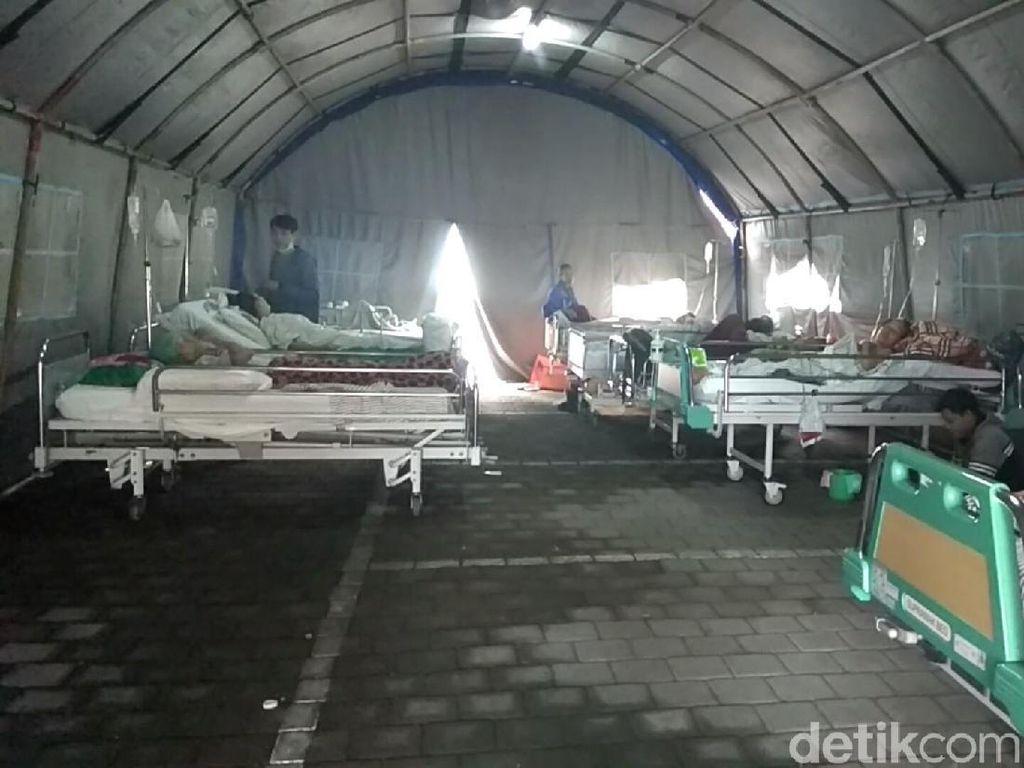 Takut Gempa Susulan, Pasien RS Sanglah Bali Bermalam di Tenda