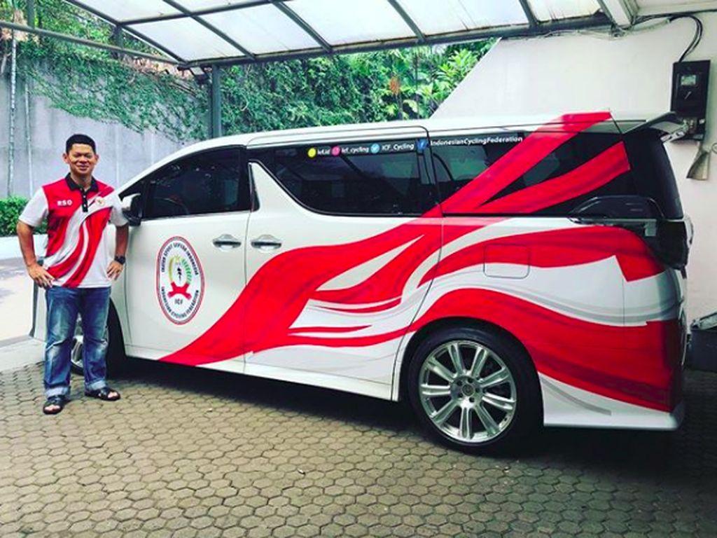Mobil-mobil Mewah Warna Merah Putih Ramaikan Asian Games