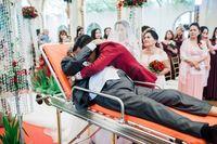Viral, Momen Ayah yang Sakit Keras Berjuang Dampingi Putrinya di Pernikahan