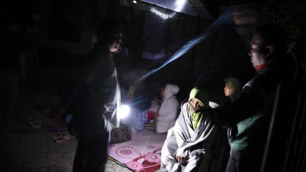 Lombok Kembali Diguncang Gempa, Warga Mengungsi
