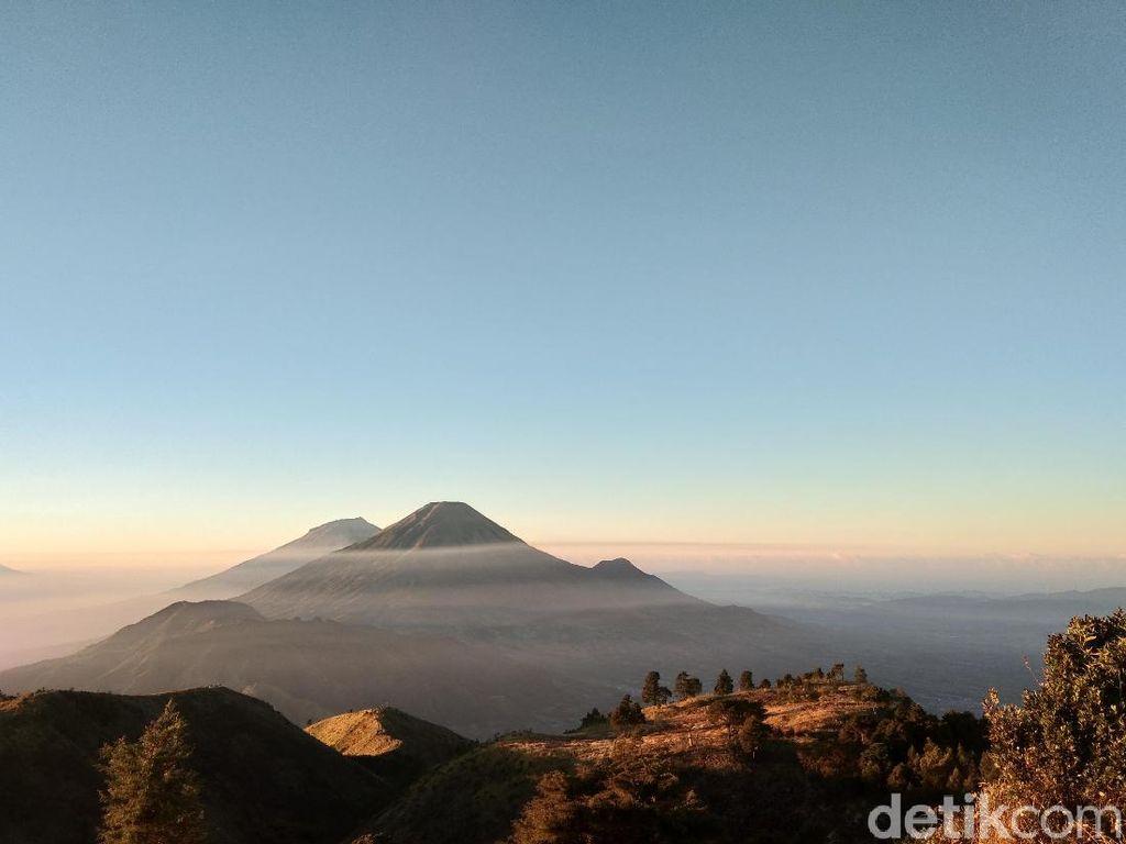 Sunrise di Gunung Prau Saat Kemarau yang Cantik Banget