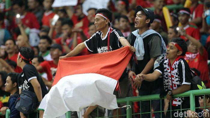 Besarnya dukungan suporter bisa menjadi kunci keberhasilan timnas Indonesia menghadapi Uni Emirat Arab (Foto: Agung Pambudhy)