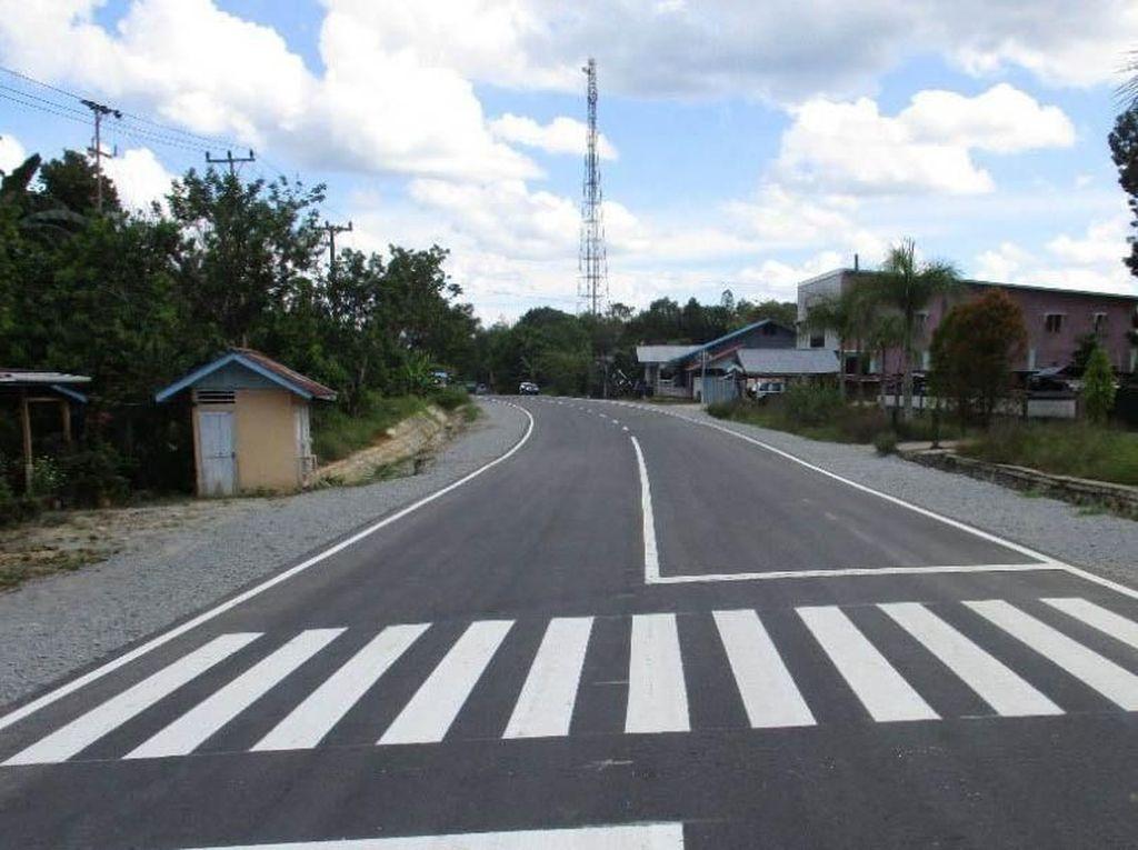 Jalan Perbatasan di Entikong Kian Mulus
