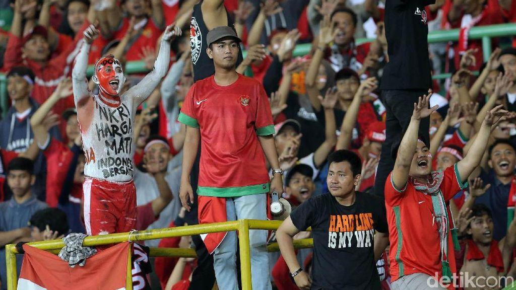 Ekspresi Kebahagian Suporter Indonesia
